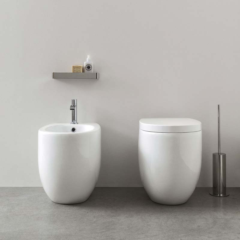 Vaso a terra in ceramica linea milk in promozione for Catalogo nic design